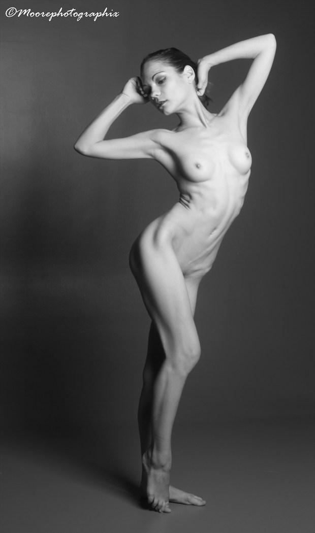 ViKtory B&W Figure Nude Artistic Nude Photo by Photographer MoorePhotoGraphix