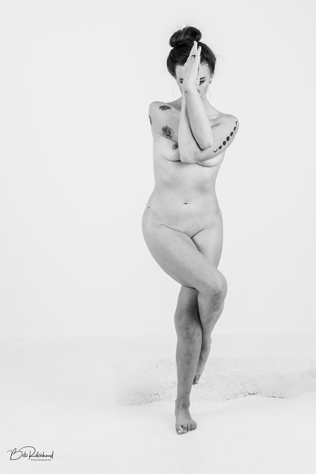 Vines Artistic Nude Photo by Model Aurora Red