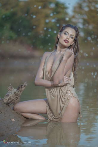 WATER BIRD Erotic Photo by Model RAAVISHREE AMBIGER