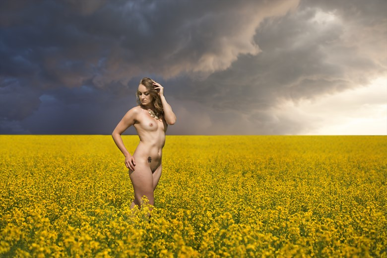 Waiting for the Storm Artistic Nude Photo by Photographer milchuk