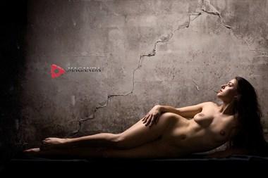 Watching Artistic Nude Photo by Model Joy Draiki