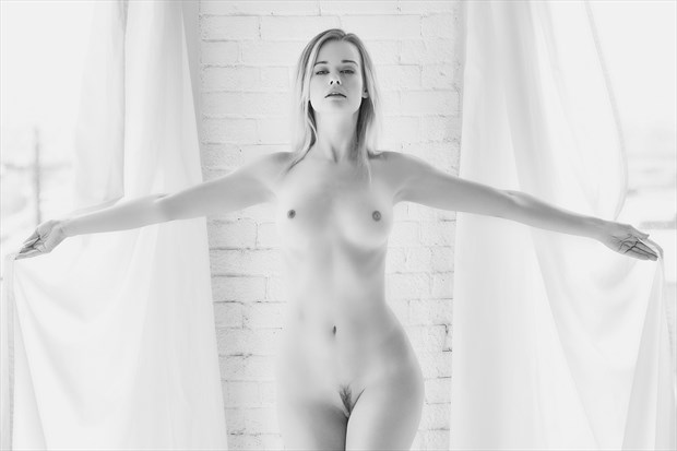 With arms wide open Artistic Nude Photo by Photographer StromePhoto