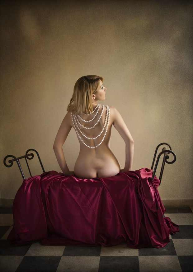 Woman with pearls Artistic Nude Photo by Photographer Jos%C3%A9 M. Mendez