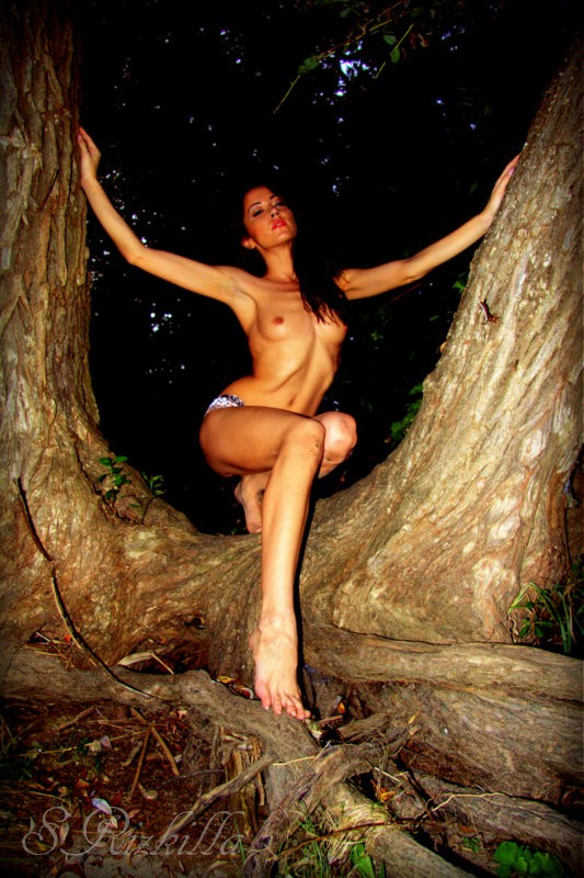 Woodland Witch Artistic Nude Photo by Model ArainaN