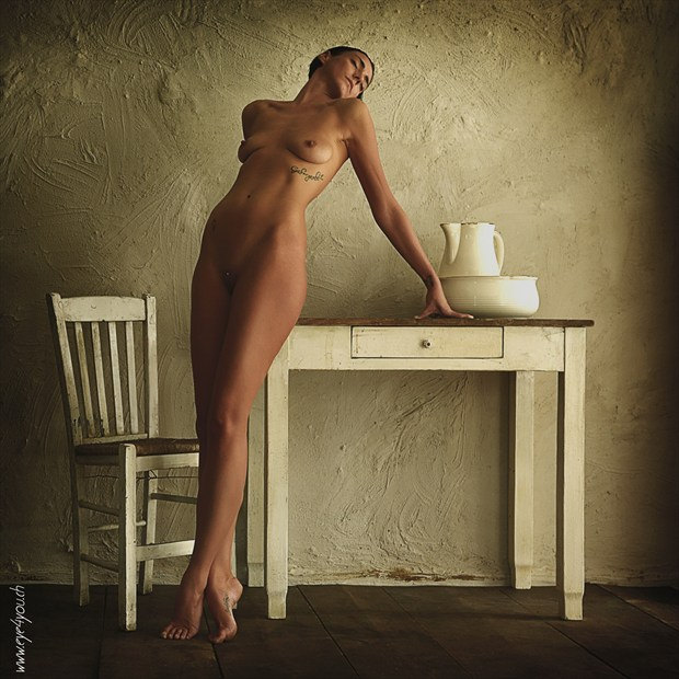 Yma at the table Artistic Nude Photo by Photographer eye4you.ch