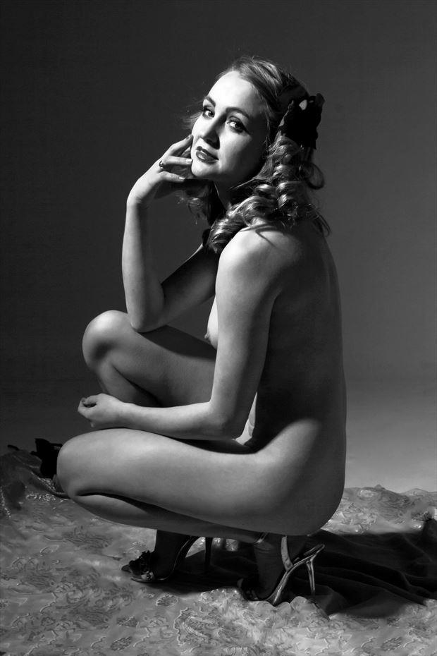 a gentle glance artistic nude photo by model cali laine