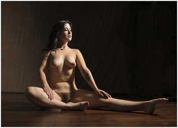 a look to the left artistic nude photo by photographer tommy 2 s