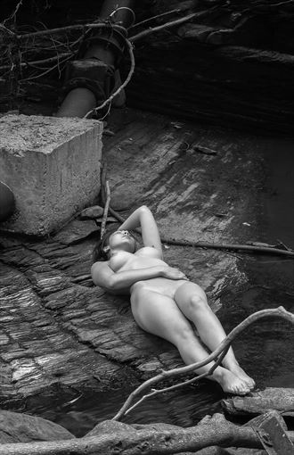 a natural pose artistic nude photo by photographer mslygh