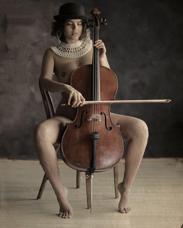 abiblue playing cello erotic photo by photographer erichamburg