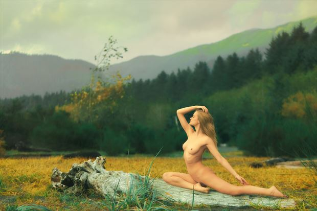 against the wind artistic nude photo by photographer robin burch