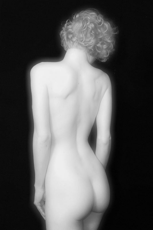 alabaster girl artistic nude photo by photographer anders bildmakare