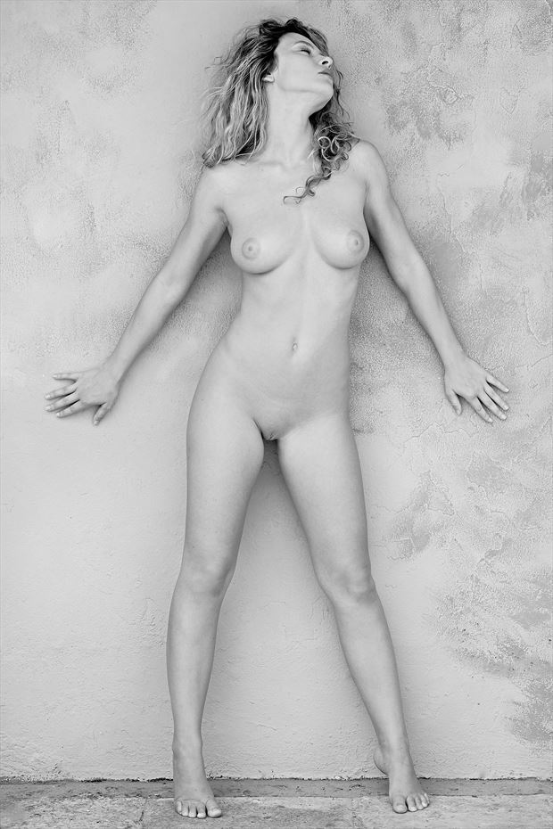 alice and the wall artistic nude photo by photographer stromephoto