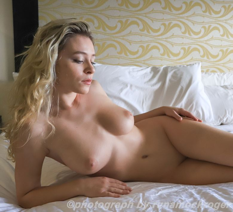 alice antoinette artistic nude photo by photographer runamockroger