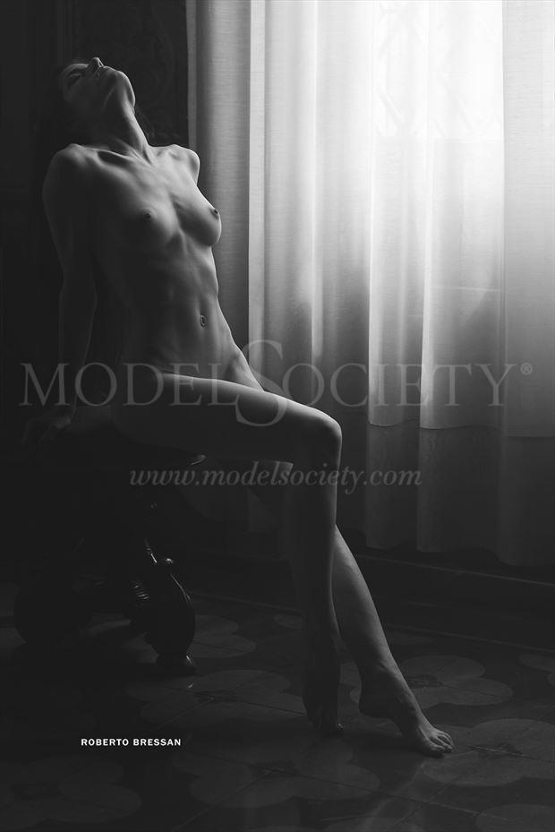 alice artistic nude photo by photographer roberto bressan