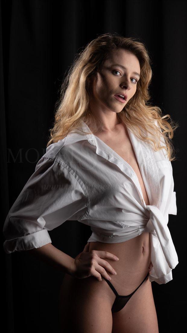 alice sensual photo by photographer drlesiak