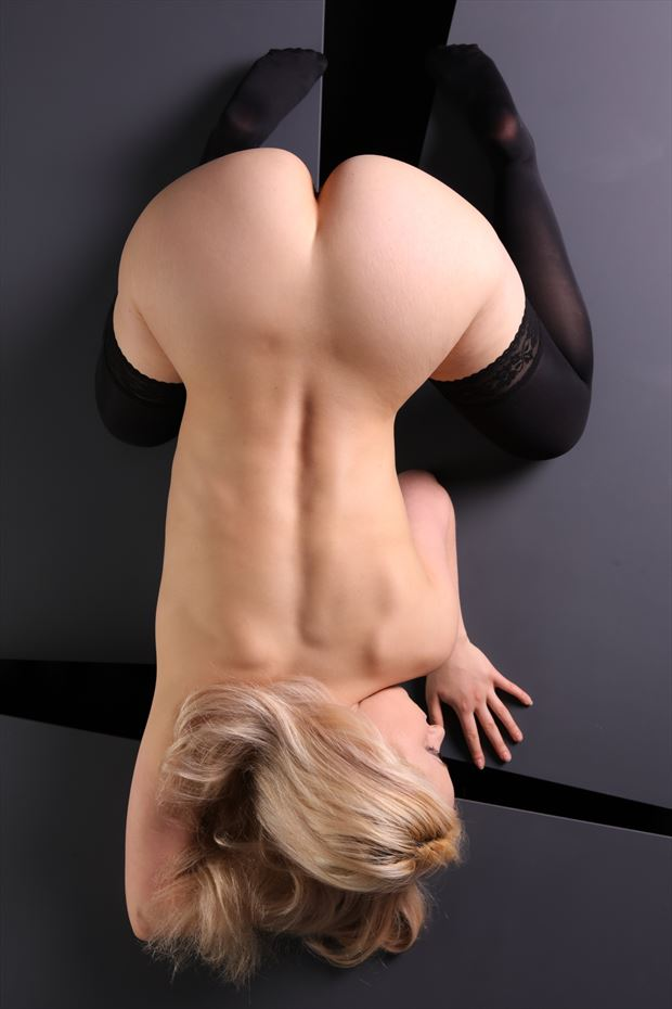 alignment artistic nude photo by artist finegan