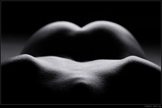 almost symmetric artistic nude photo by photographer thomas doering
