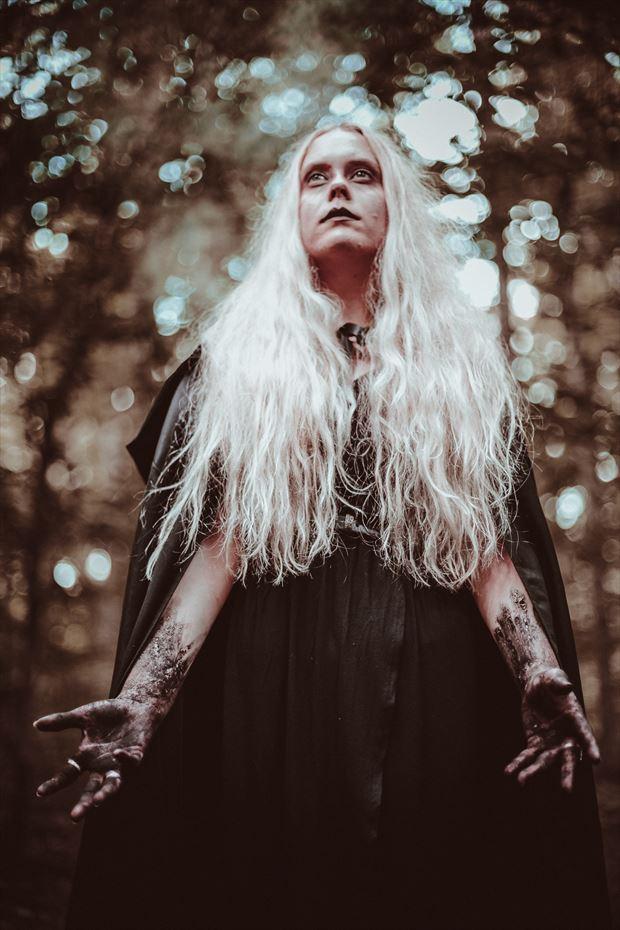 alternative model horror photo by photographer nobodylaughsanymore