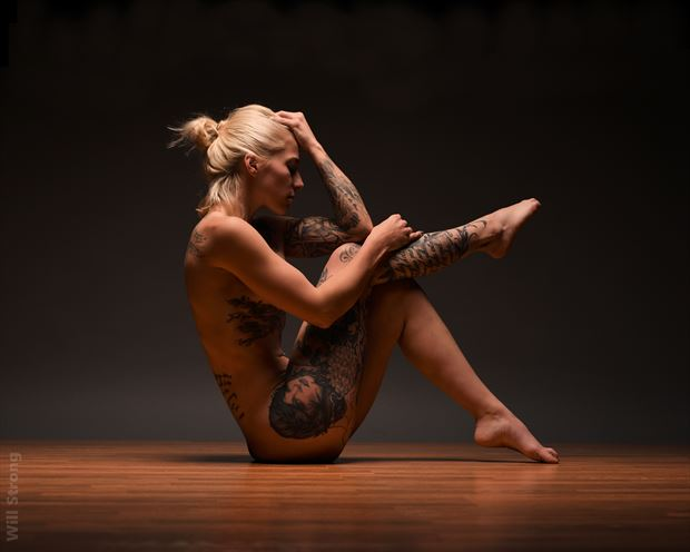 amber in recline artistic nude photo by photographer yb2normal