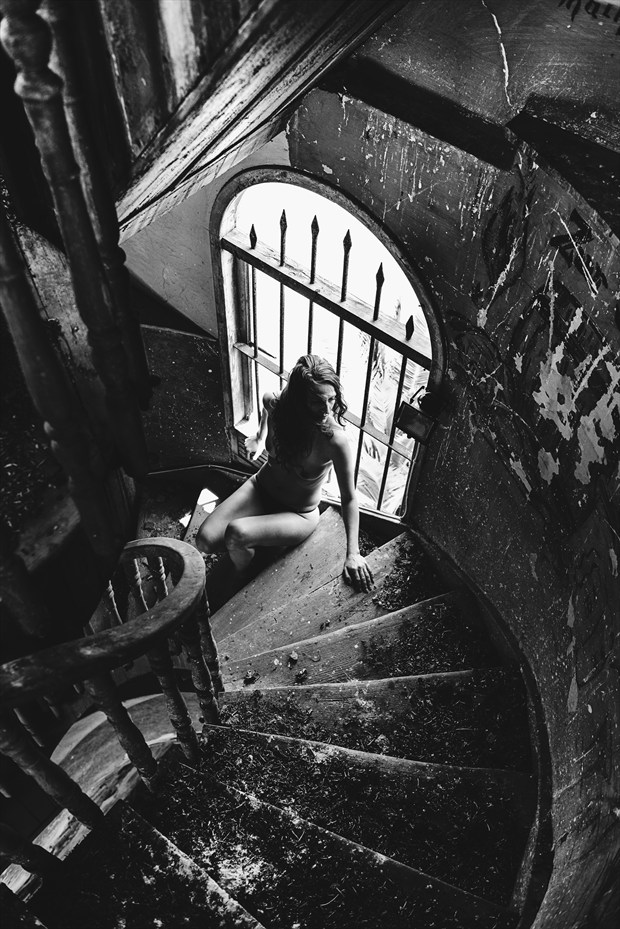 and it's coming closer Artistic Nude Photo by Artist inglelandi