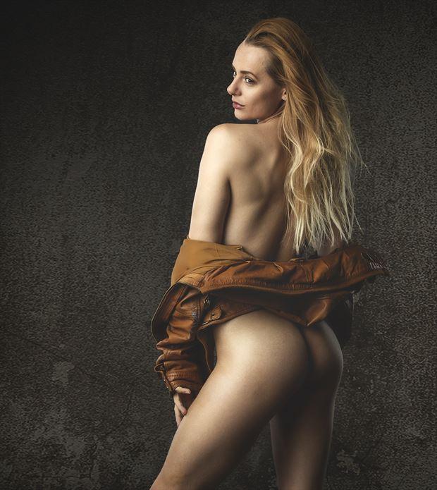 anna artistic nude photo by photographer richard byrne
