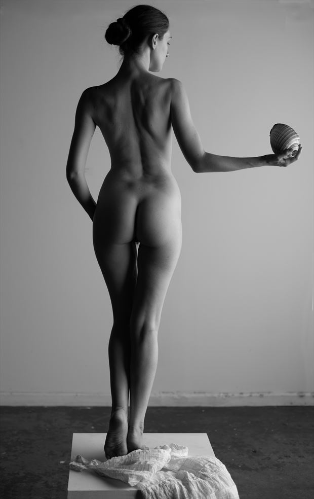 aphrodite and the golden apple artistic nude photo by photographer scott friedland