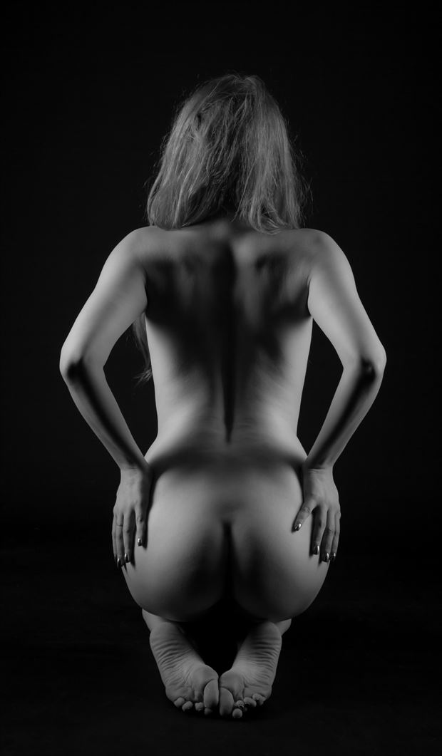 apple  Artistic Nude Photo by Photographer Allan Taylor
