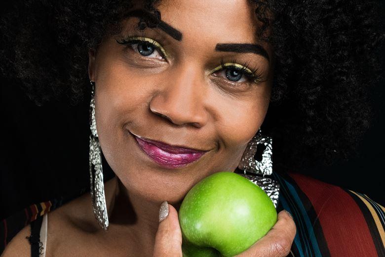apple close up photo by photographer ayvenas wulff