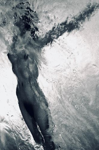 arms outstretched under water nude artistic nude photo by photographer aaron doherty