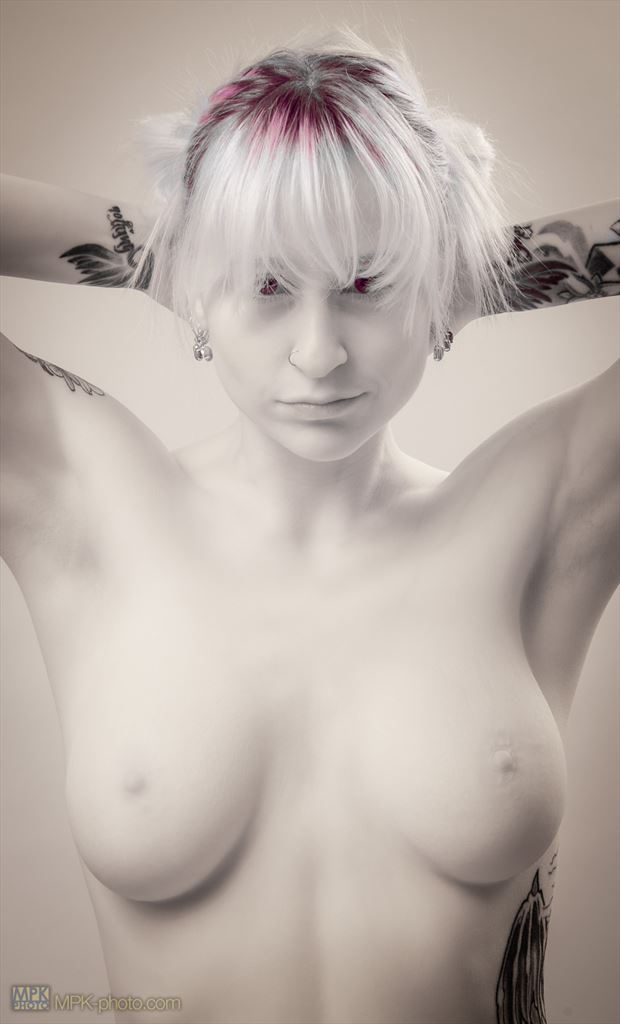 artistic nude alternative model photo by photographer mpkphoto