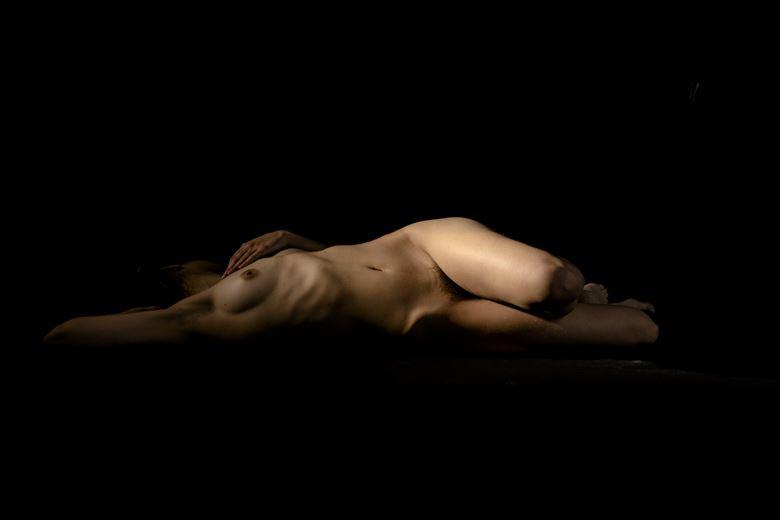 artistic nude chiaroscuro artwork by photographer fytos