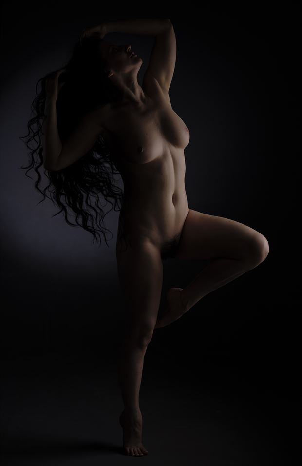 artistic nude chiaroscuro photo by photographer castrourdiales