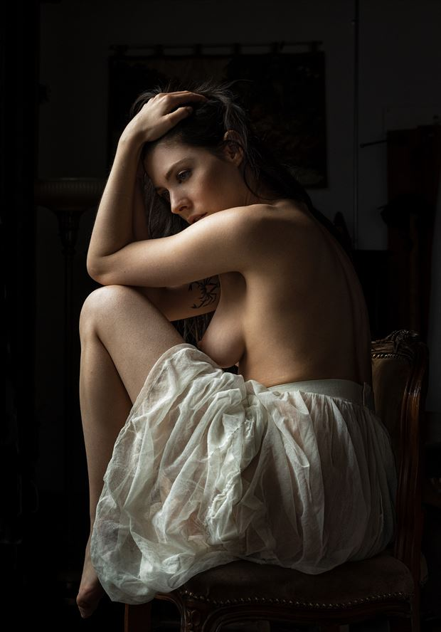 artistic nude chiaroscuro photo by photographer ellis