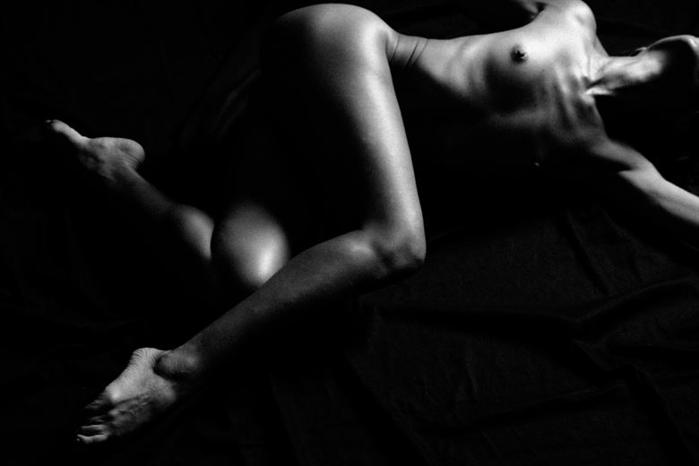artistic nude chiaroscuro photo by photographer ely cooper