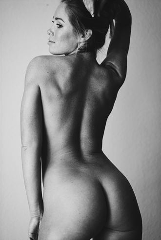 artistic nude figure study photo by model andrea noeli