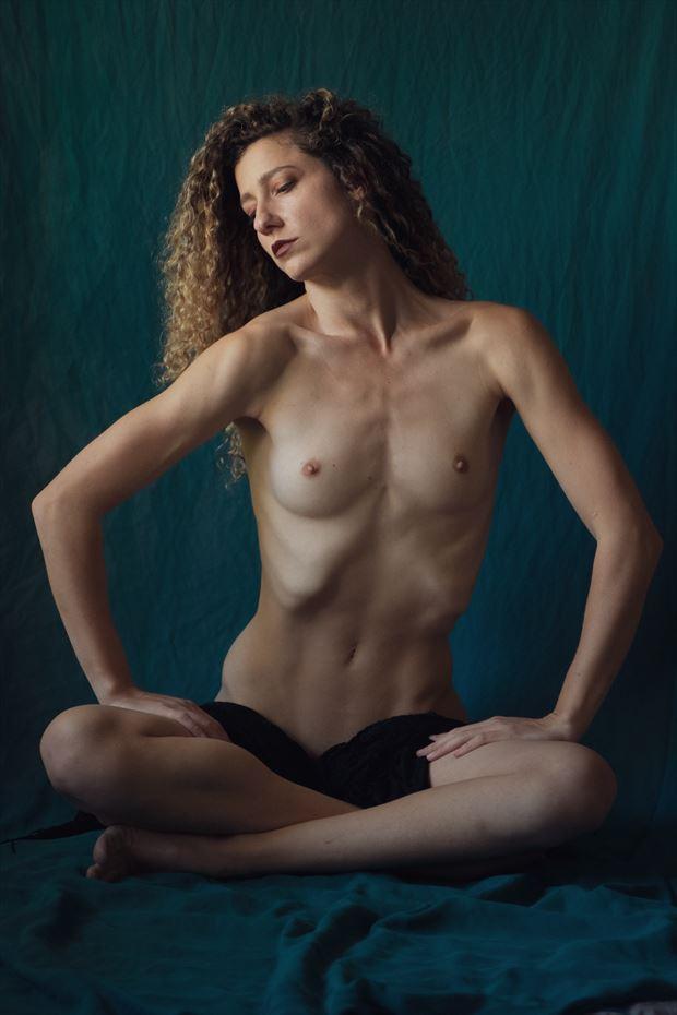 artistic nude figure study photo by model vivian cove