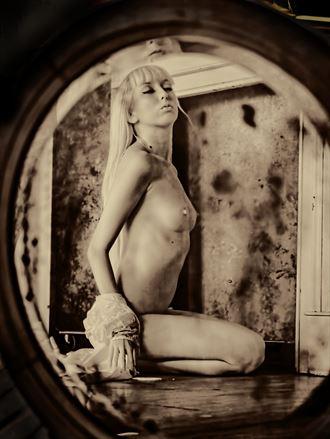 artistic nude figure study photo by photographer yevette hendler