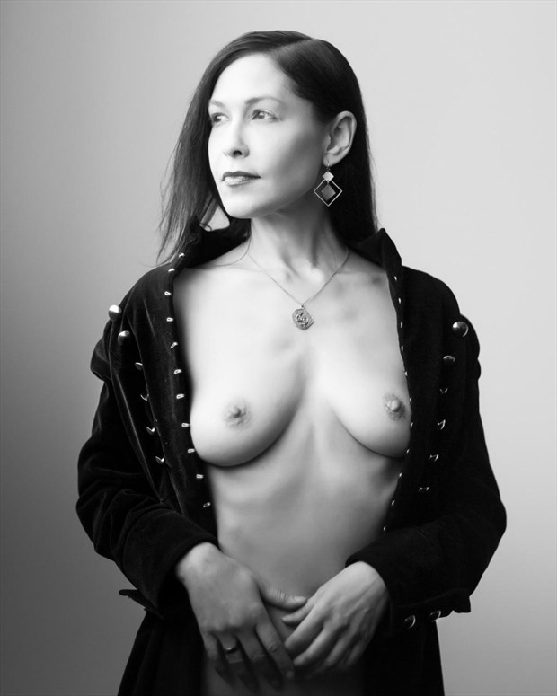artistic nude glamour photo by model vox serene