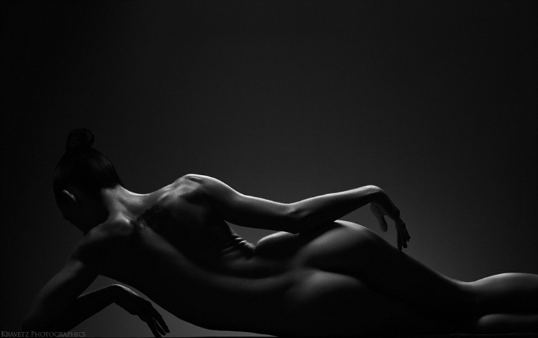 artistic nude implied nude photo by photographer sasha onyshchenko