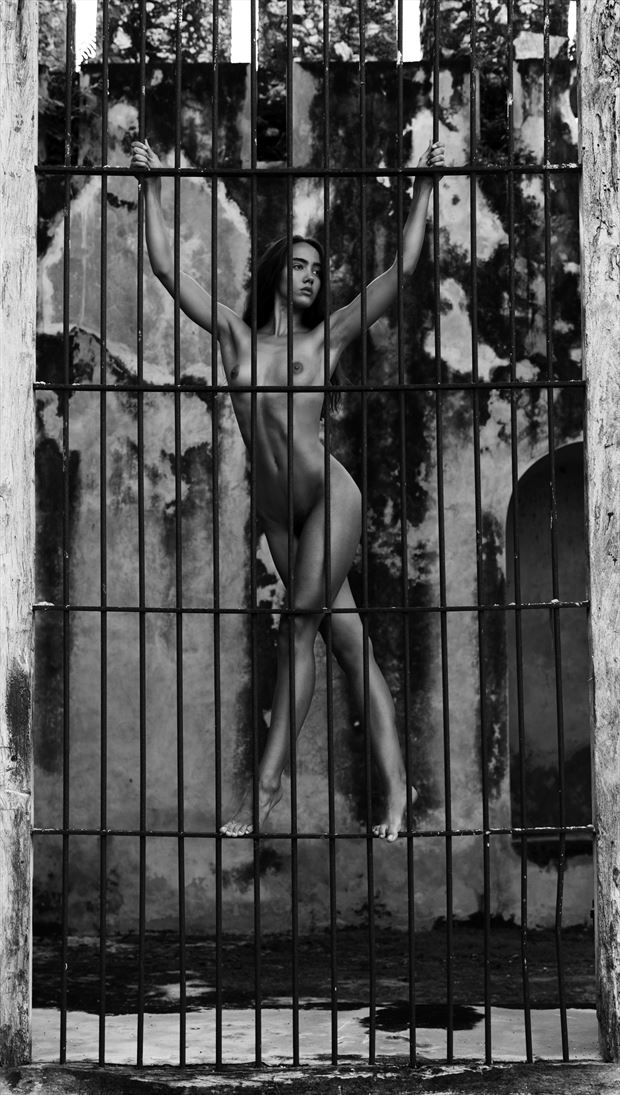 artistic nude natural light photo by photographer lonnie tate