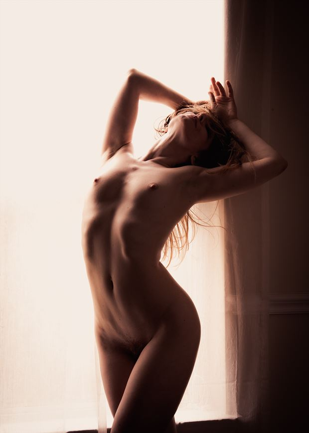artistic nude natural light photo by photographer tom kabe