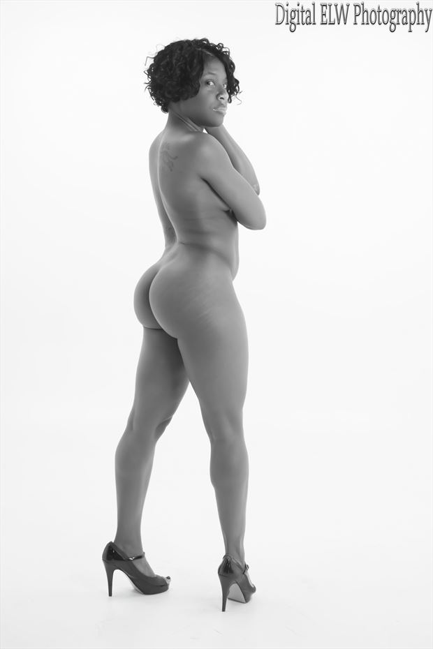 artistic nude photo by model izzy_p25