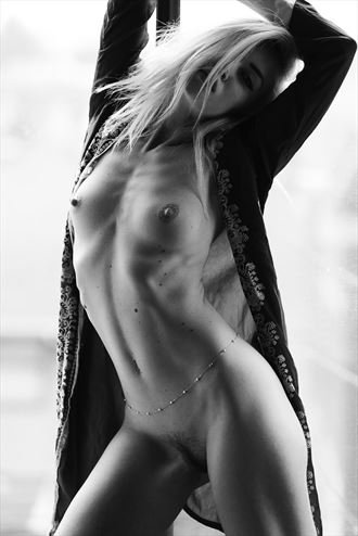 artistic nude photo by photographer cyruskrane