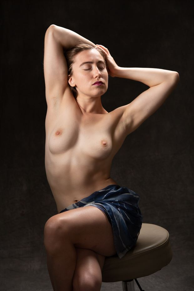artistic nude photo by photographer tom upton