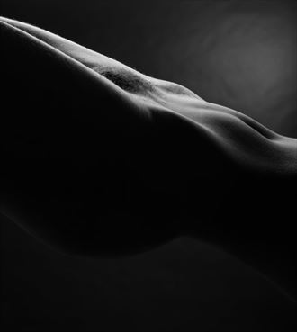 artistic nude silhouette photo by photographer surzayon