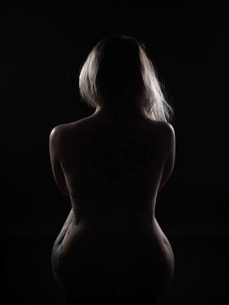 artistic nude silhouette photo by photographer trond kjetil holst