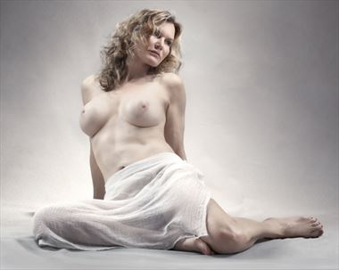 artistic nude studio lighting photo by model blonde le banc