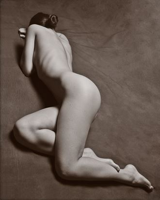 artistic nude studio lighting photo by photographer aj kahn