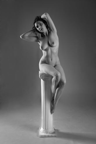 artistic nude studio lighting photo by photographer castrourdiales
