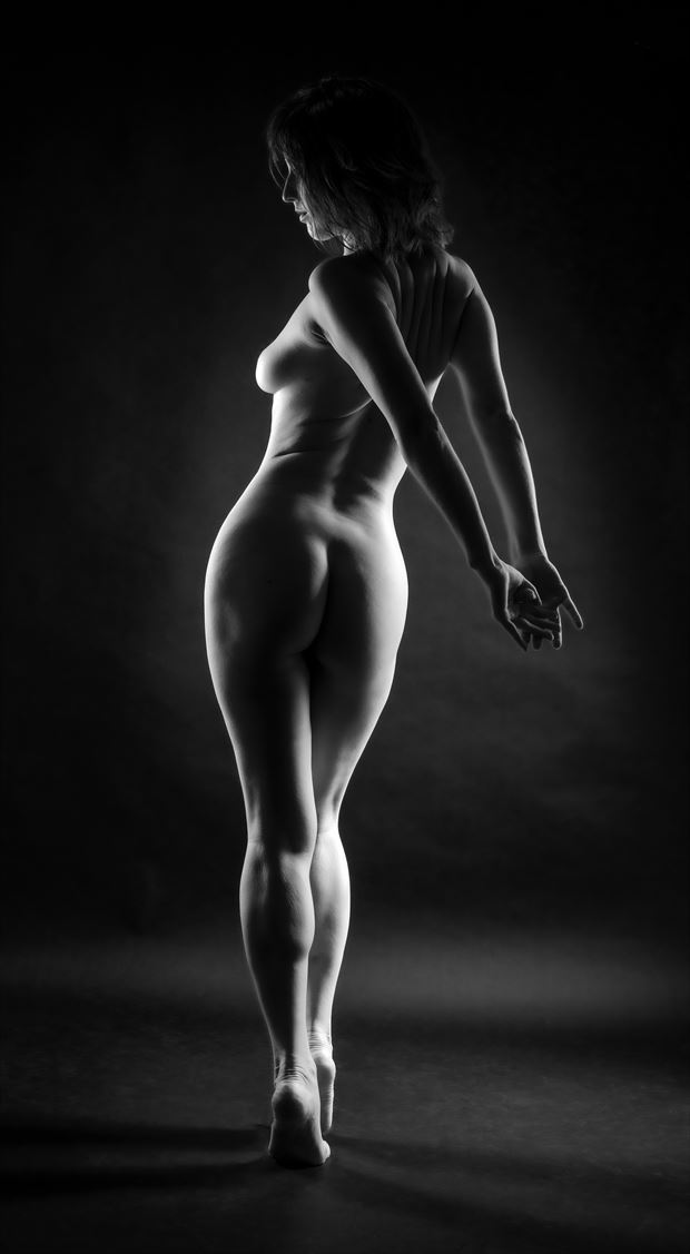artistic nude studio lighting photo by photographer gpstack